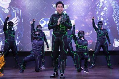 Ngọc Sơn hóa thân thành siêu anh hùng 'Avengers' trong MV mới