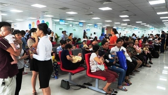 Da Nang's largest vaccination centre opens