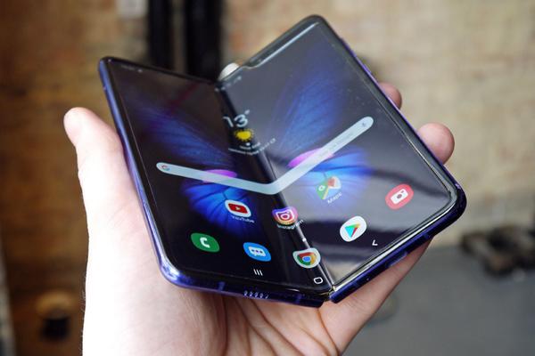 Samsung đã khắc phục lỗi tai hại gì trên Galaxy Fold?
