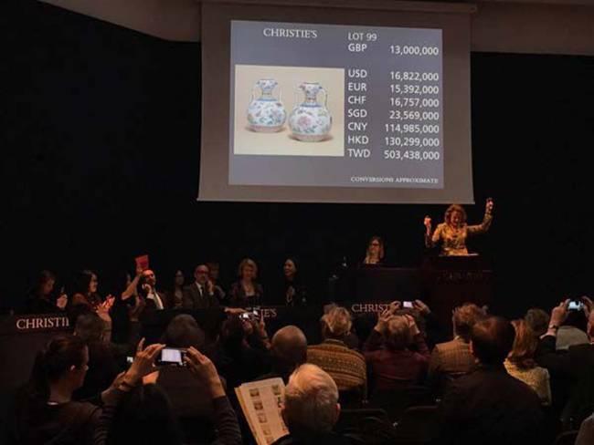 Mua chiếc bình gốm bỏ xó 300.000 đồng, bất ngờ được 30 tỷ 'rơi vào đầu'