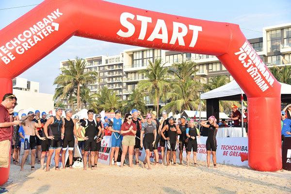 Patrick Lange và Holly Lawrence vô địch Ironman 70.3 Việt Nam