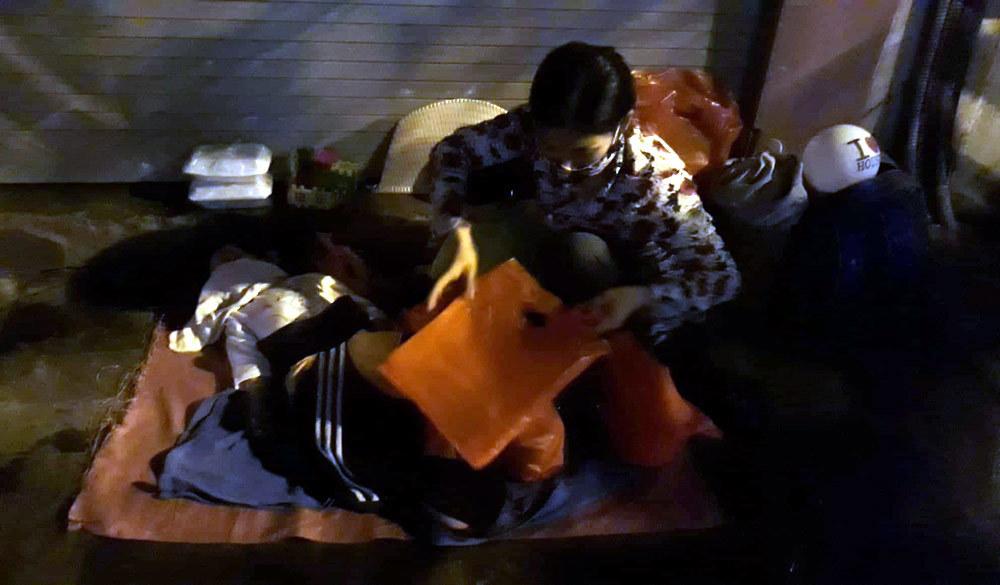 Đi xe ga, có nhà Hà Nội vẫn nhận quà từ thiện cho người nghèo