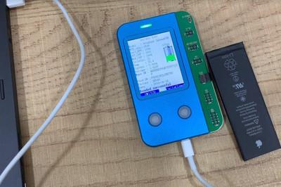 Thiết bị lạ 'phù phép' pin iPhone cũ thành mới ở VN