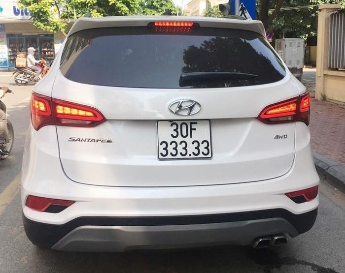 Thêm chiếc Hyundai Santa Fe đeo biển ngũ quý tiền tỷ ở Hà Nội