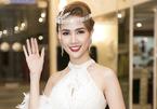 Phan Thị Mơ đeo nhẫn 5 tỷ, mặc lạc lõng giữa sự kiện