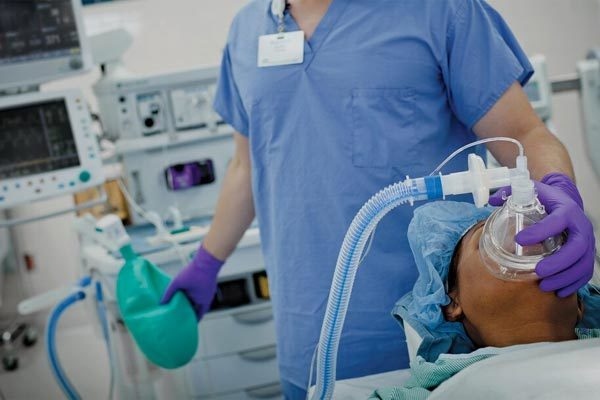 Bác sĩ đầu độc hàng chục bệnh nhân để gây ấn tượng
