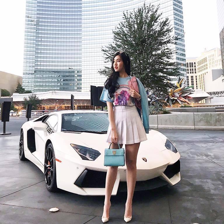 Bà mẹ trẻ sở hữu dàn siêu xe hơn 100 tỷ đồng là ai?