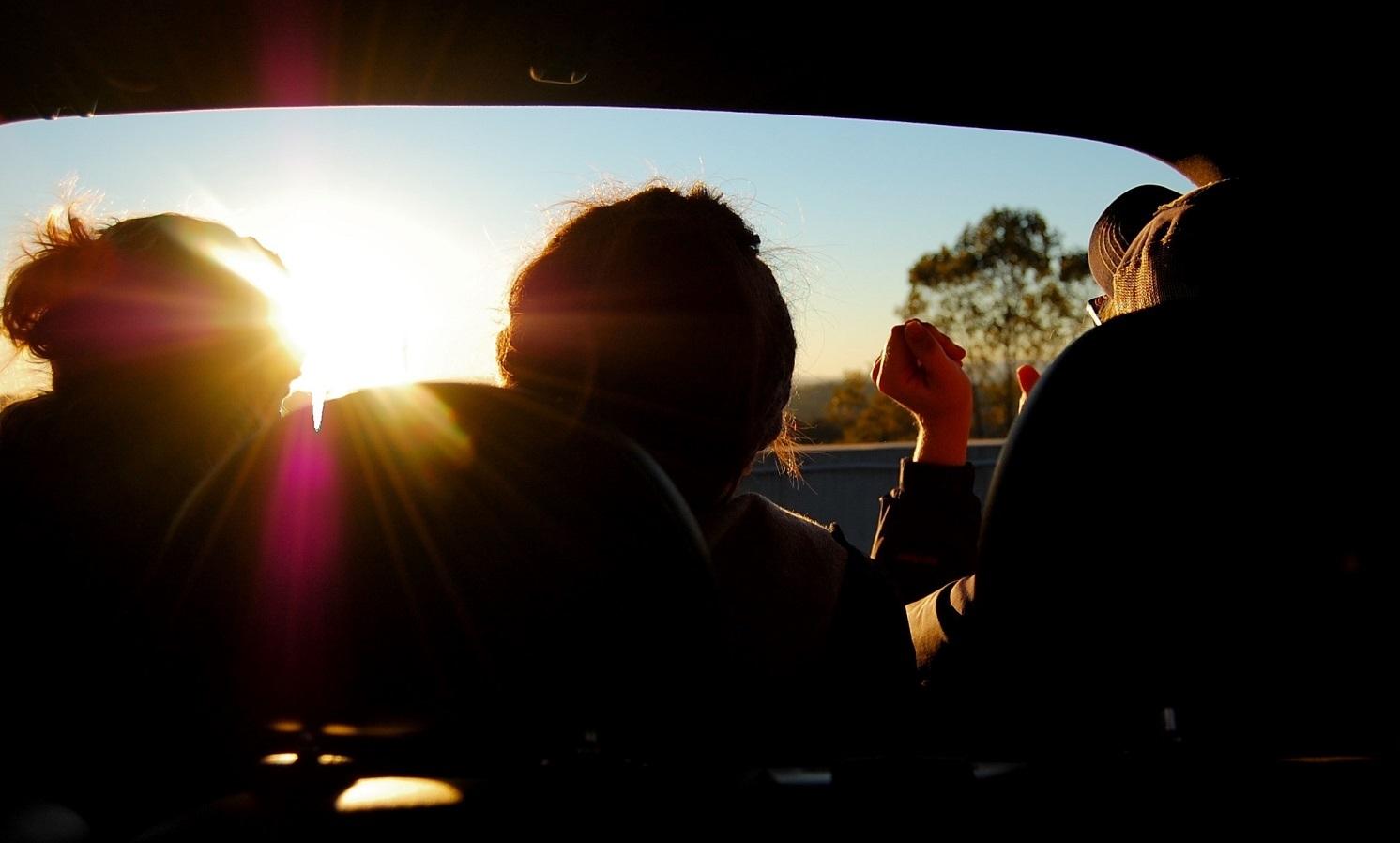 Độc chiêu đóng mở cửa xe quạt mát khoang lái ô tô dưới nắng nóng
