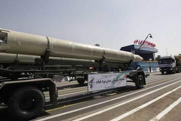 Iran chất tên lửa lên tàu, thổi bùng nguy cơ chiến tranh với Mỹ