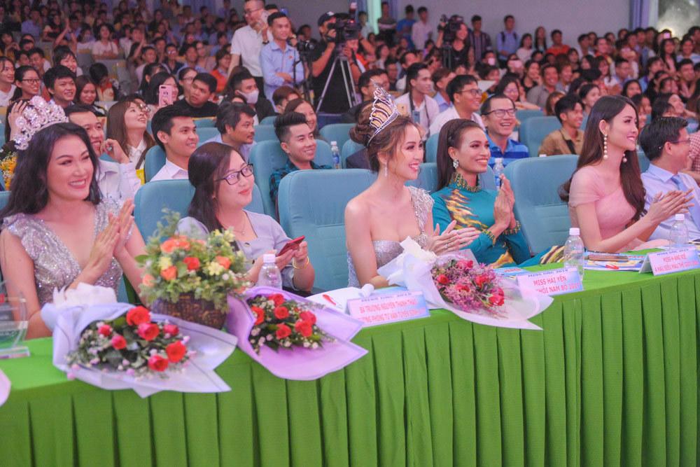 Người đẹp Nam Bộ làm giám khảo cuộc thi Hoa khôi sinh viên