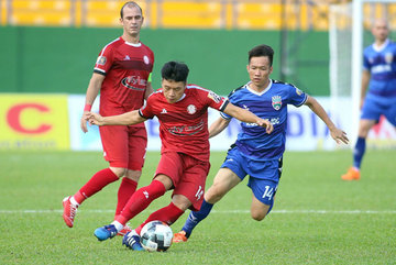 Thuan signs three-year contract extension with HCM City