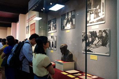 Chân dung Hồ Chí Minh qua hiện vật quý để lại