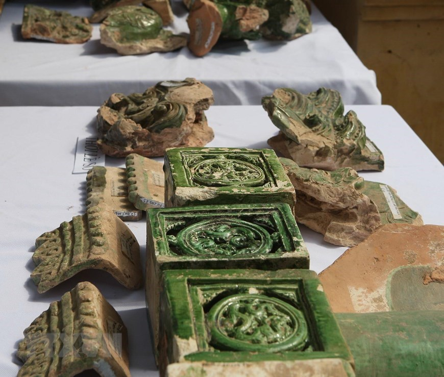 Traces of various dynasties unearthed at Thang Long Royal Citadel complex