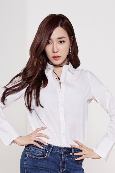 HyunA bị chỉ trích vì ăn mặc hớ hênh lộ vòng một