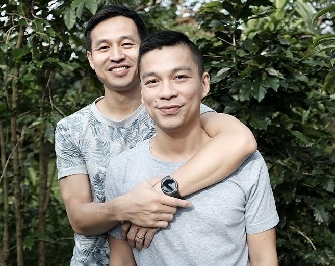 6 cặp đồng tính showbiz Việt bất chấp thị phi để thể hiện tình yêu