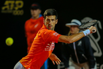 Thắng nghẹt thở Del Potro, Djokovic vào bán kết