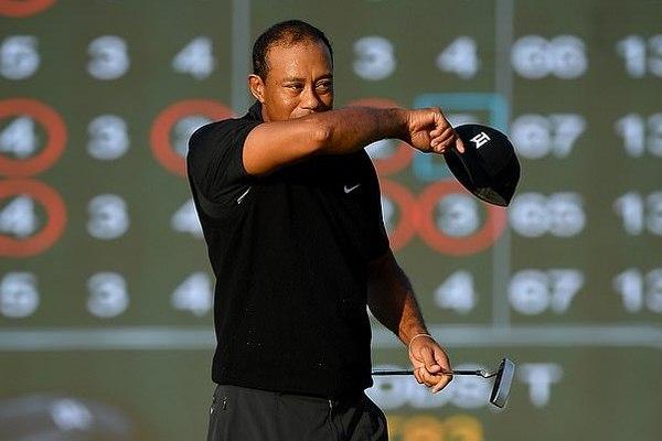 Brooks Koepka tiếp đà thăng hoa, Tiger Woods chìm sâu