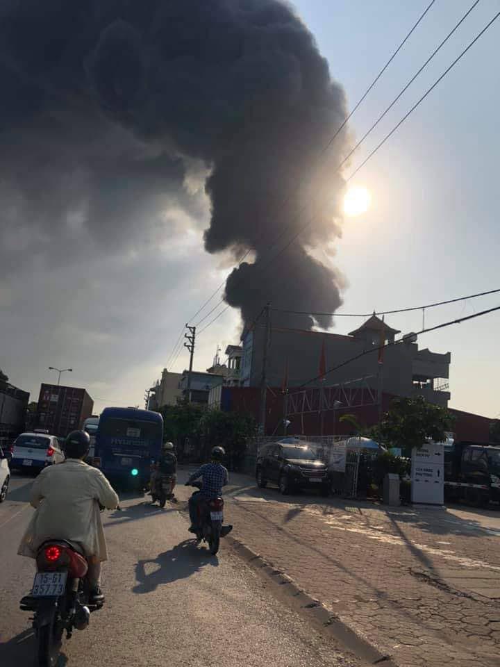 Hải Phòng: Cháy lớn công ty nhựa gần cây xăng