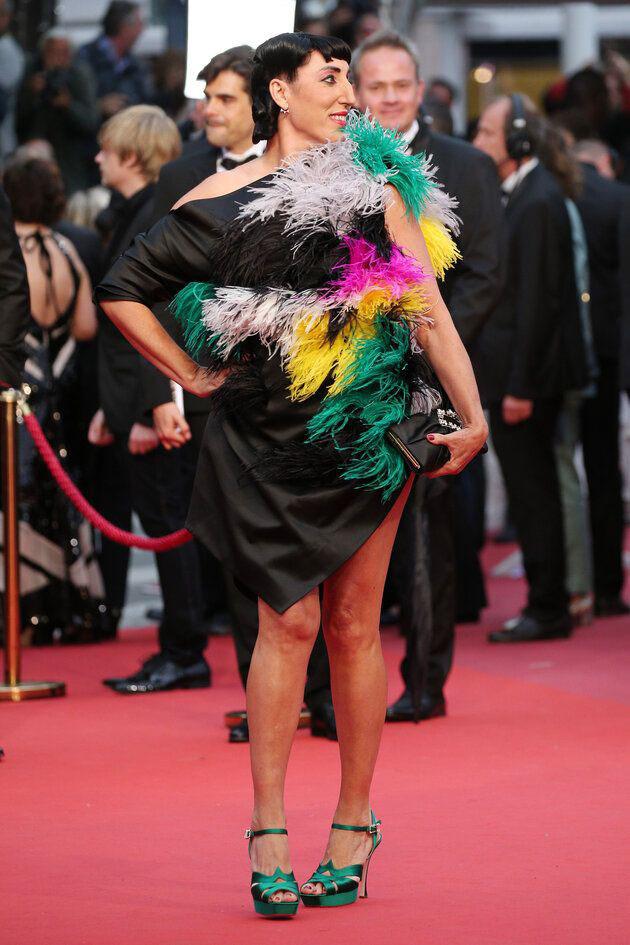 Nam DJ mặc váy vượt mặt dàn người đẹp diện mốt không nội y