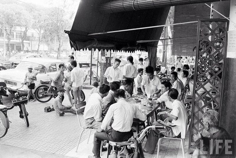 Bộ ảnh Sài Gòn xưa tuyệt đẹp trong khách sạn Vinpearl Luxury Landmark 81