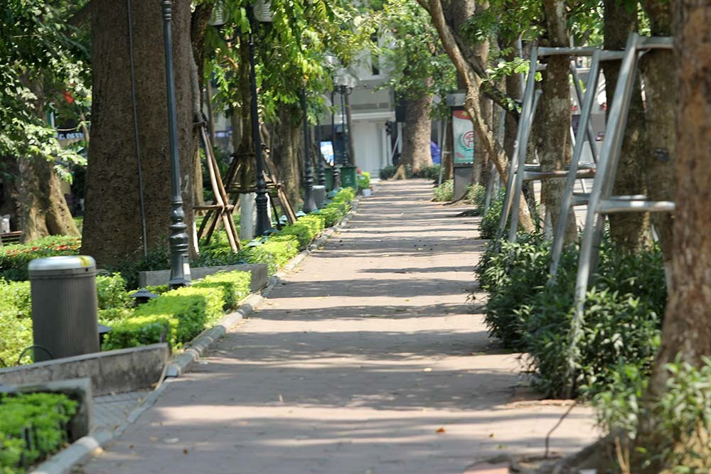 Hà Nội gần 60 độ nóng như đổ lửa, phố đi bộ vắng hơn ngày Tết