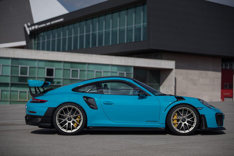 Lý do khiến siêu xe Porsche được rao bán nhiều