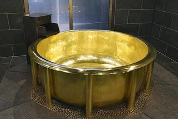 Chiếc bồn tắm bằng vàng mất 8 tháng để hoàn thành giá hơn 166 tỷ