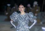 Minh Tú, Tuyết Lan diễn thời trang trên đảo hoang
