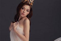 Mỹ nhân 20 tuổi vừa đăng quang Hoa hậu đã bị 'khui' ảnh nude táo bạo