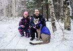 Cặp vợ chồng nuôi sư tử trong nhà làm thú cưng