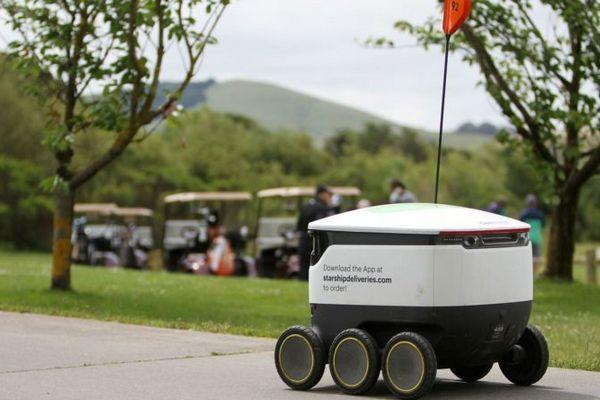 Robot giao hàng được ứng dụng cho sân golf tại Mỹ