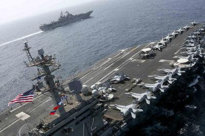 Loạt siêu tàu chiến Mỹ tập trận rầm rộ 'dằn mặt' Iran