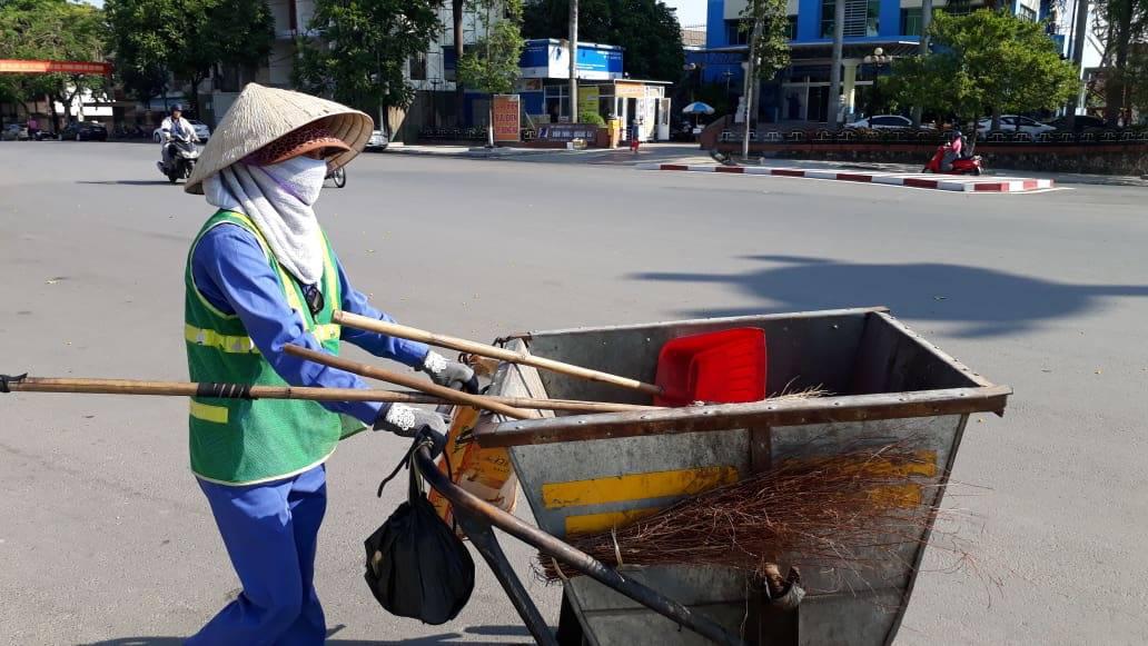 Chị lao công ở Quảng Trị bị nữ chủ shop đánh khi nhắc xả rác bừa bãi