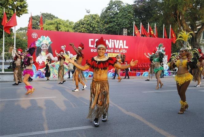 Carnival stirs up pedestrian street in Hanoi