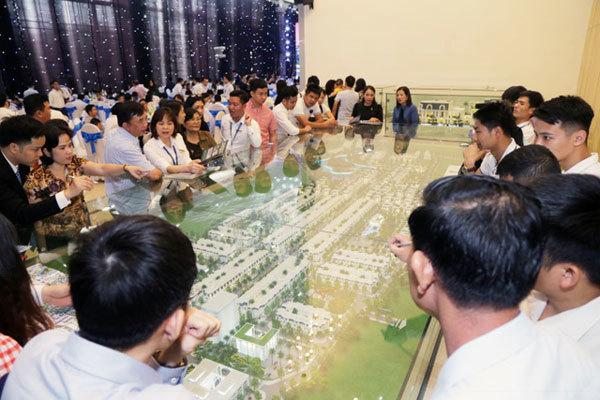 Crown Villas 'sốt hàng' sau ngày mở bán