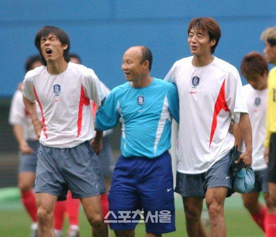 Công Phượng nhìn vào nỗi đắng cay của thầy Park mà phấn đấu!