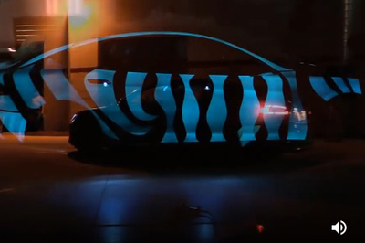Thú vị chiếc xe biến đổi màu như tắc kè