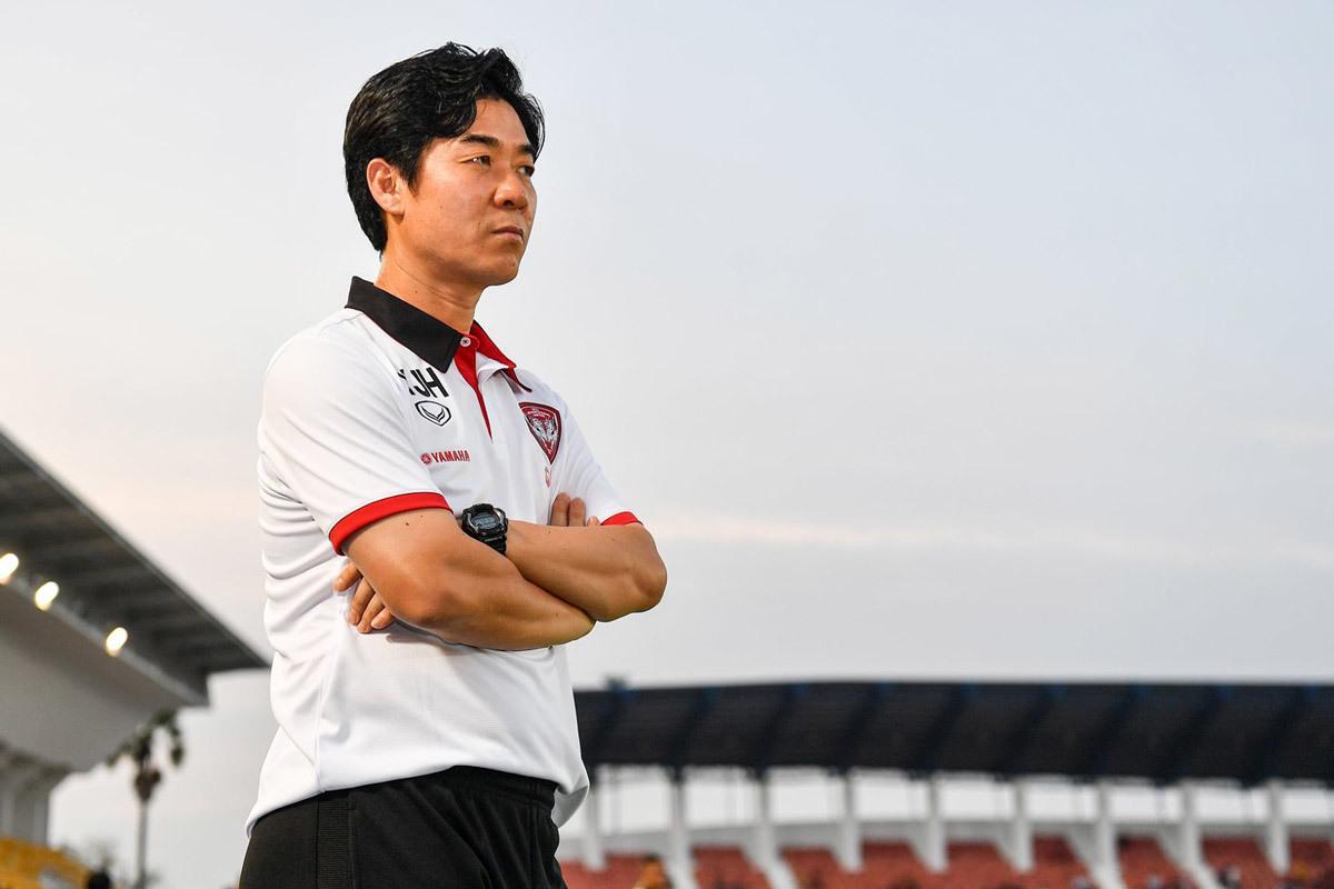 Muangthong United,Yoon Jong Hwan,Đặng Văn Lâm,Lương Xuân Trường,Xuân Trường,Thai League
