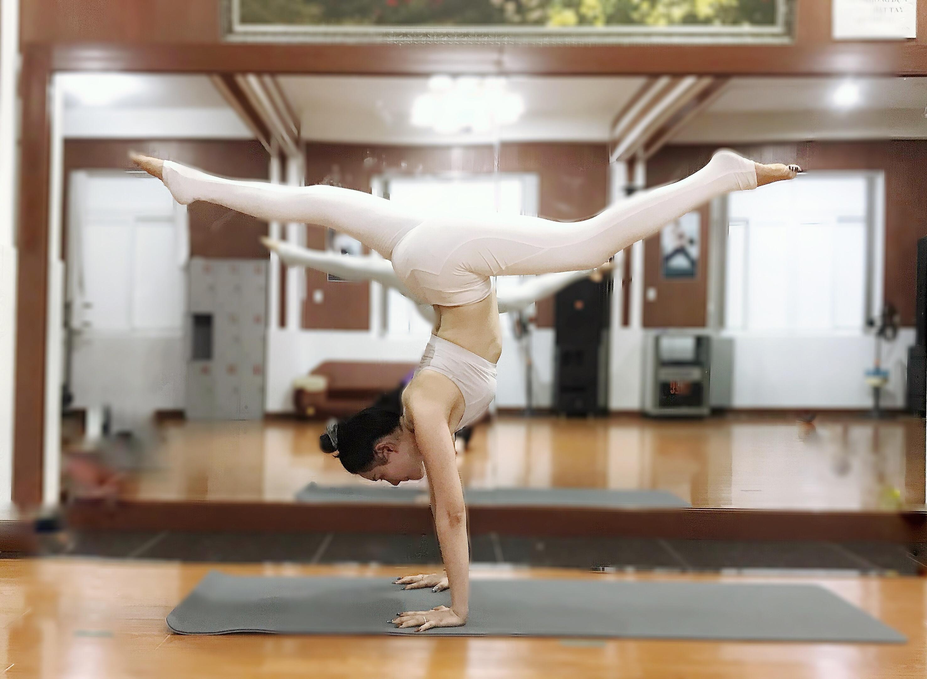 Thân hình mềm mại, sexy của kiều nữ yoga Biên Hòa