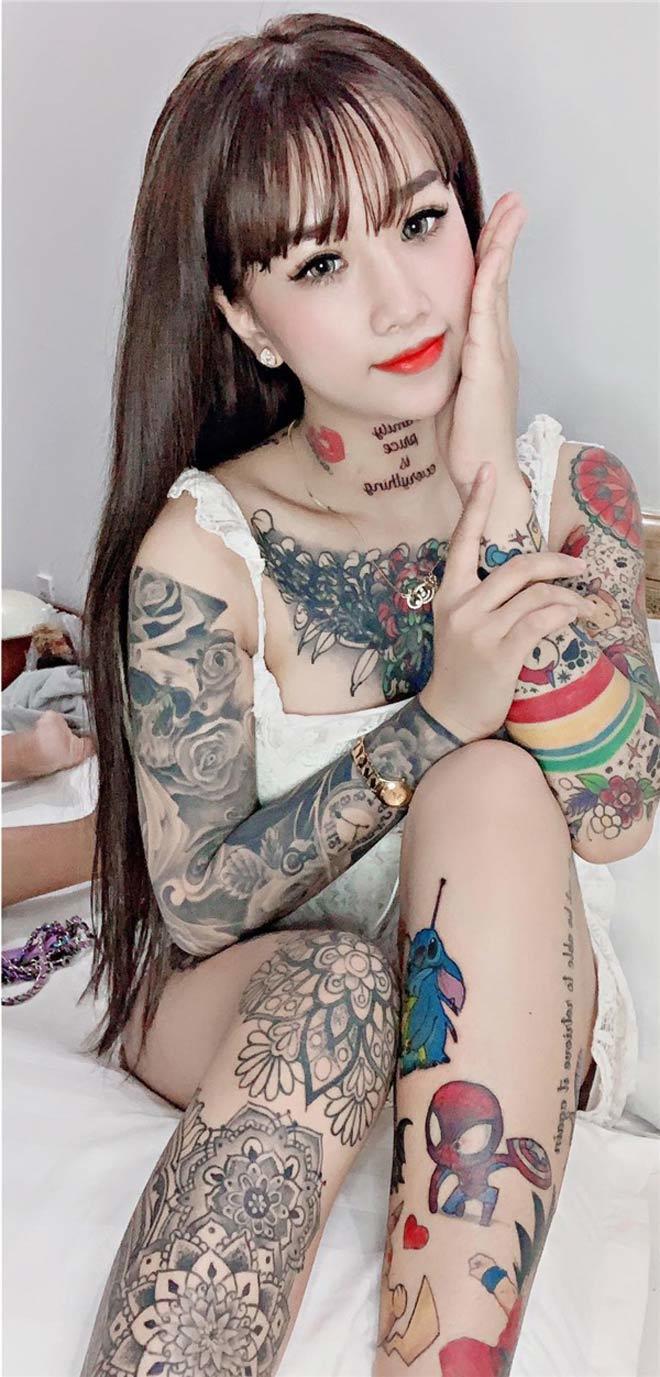 Cô gái miền Tây 'nhuộm' kín ngực, tay bằng những hình xăm lạ