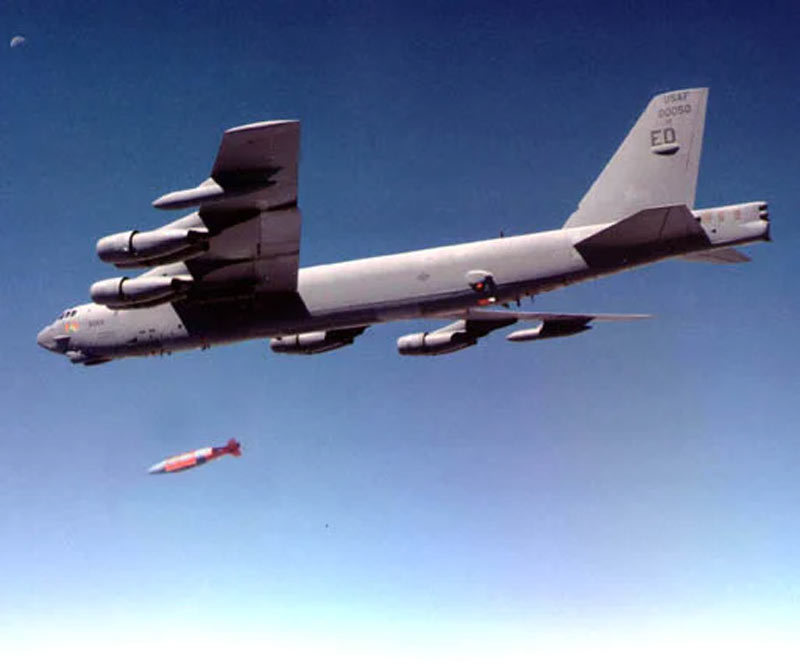 Sức mạnh kinh hoàng của siêu bom Mỹ vừa thả 'dằn mặt' Iran