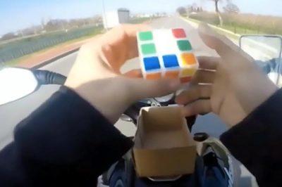 Vừa phóng xe máy vừa chơi rubic, tài xế nhận kết đắng