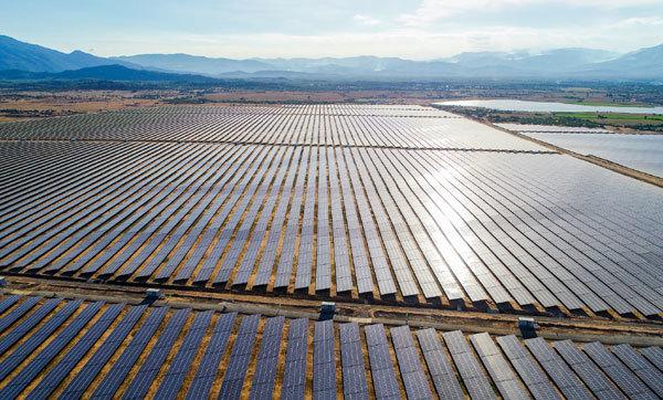 Năng lượng tái tạo- 'nền móng' ứng phó biến đổi khí hậu