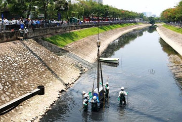 Nanotechnology reduces odour on To Lich River