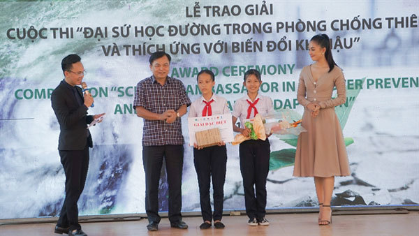 Seventh graders win environmental documentary award