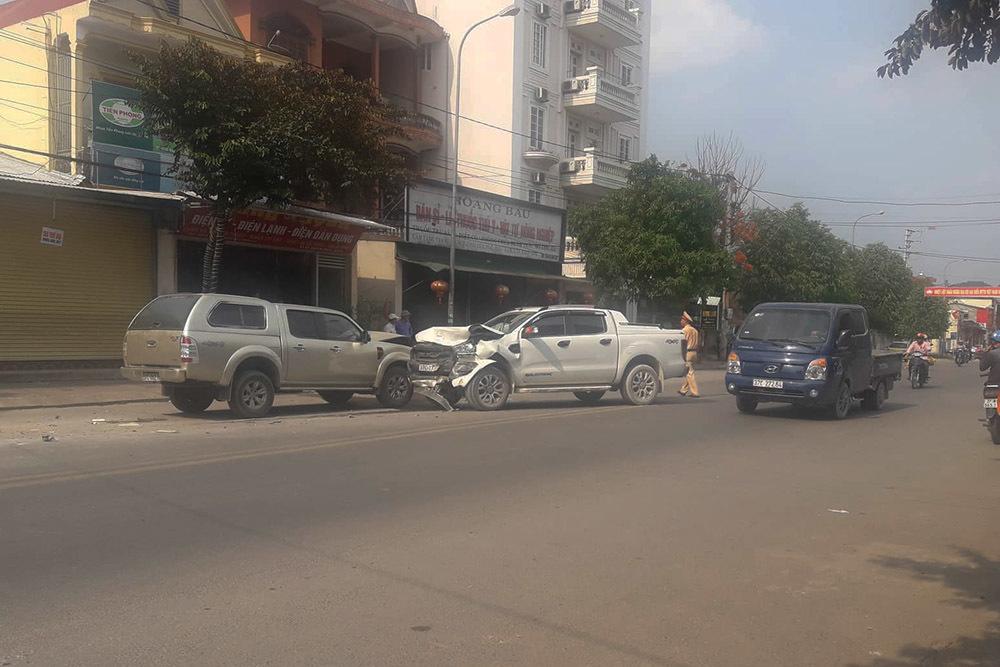 Đâm vợ nhiều nhát, đốt nhà rồi tông ô tô vào tình địch ở Nghệ An
