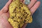Đi lang thang trên đồng, bất ngờ nhặt được cục vàng nặng 1,4 kg