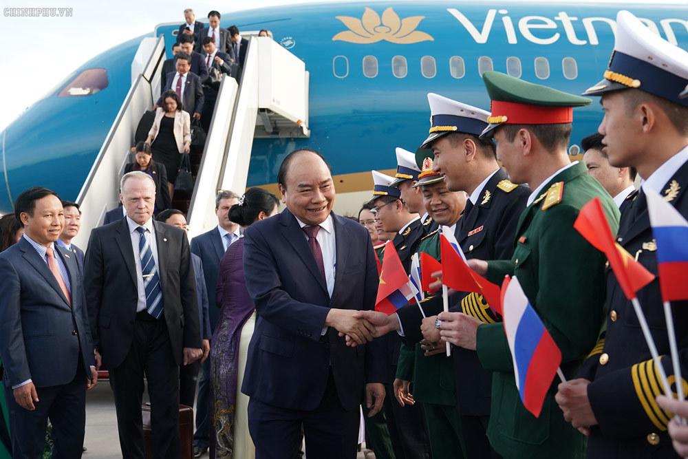 Thủ tướng đến Saint Petersburg, bắt đầu thăm chính thức LB Nga