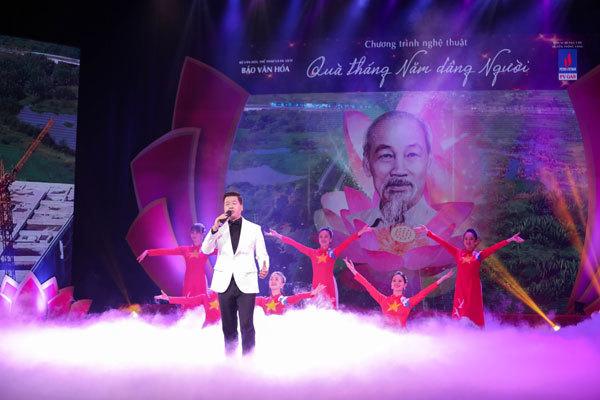 Dàn nghệ sĩ nổi tiếng hát 'Quà tháng Năm dâng Người'