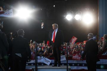 Ông Trump đùa có thể phục vụ nhiệm kỳ 5 ở Nhà Trắng